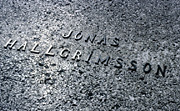 Color photo of grave inscription, small version.