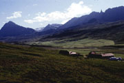 Color photo of Steinsstaðir, small version.