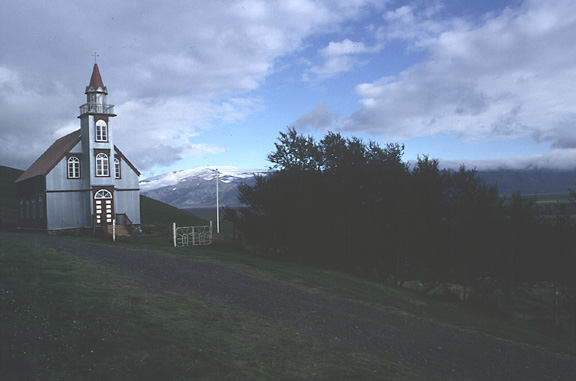 Color photo of church at Hlíðarendi, larger version.