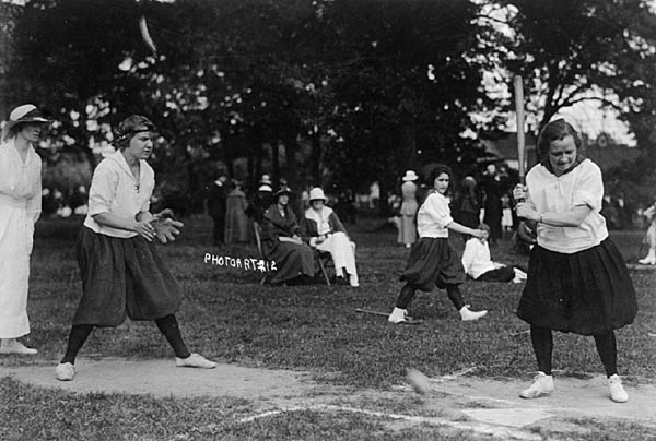 Image of UW Girls Field Day 1919