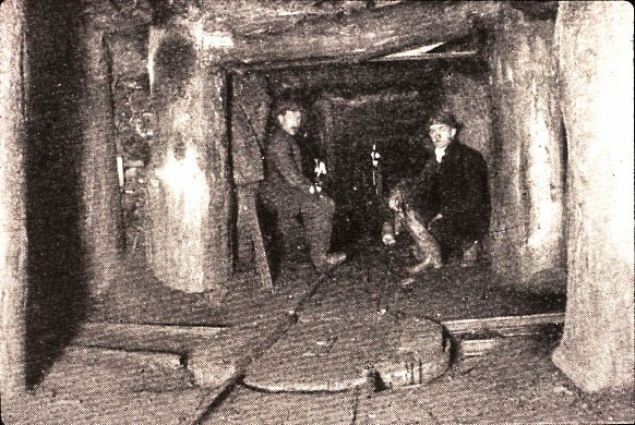 Image of Miners with timbers