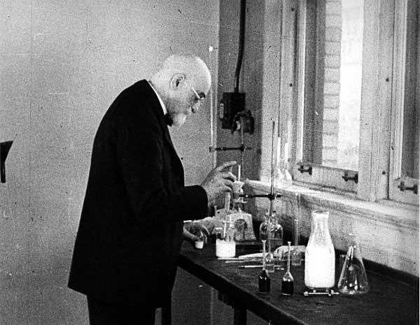 Image of Stephen Babcock in his lab