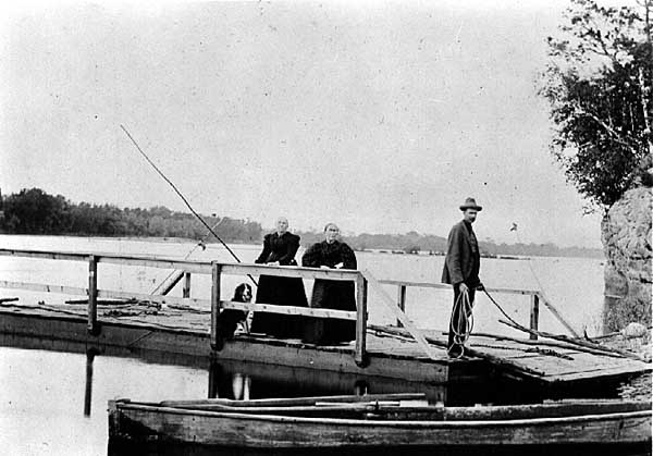 Image of Ferry on Wisconsin River